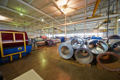 金属卷在植物的制造业车间 免版税库存图片