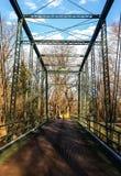 金属吊桥 库存图片