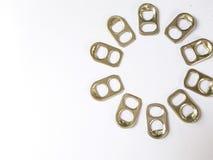 金属圆环在自然光的白色背景装于罐中 免版税图库摄影
