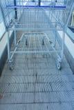 金属在自动扶梯的购物车 免版税库存照片