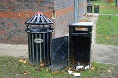 黑金属垃圾桶 库存图片