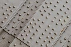 金属基铆钉零件工程学技术难看的东西银套印表面工业背景 库存图片