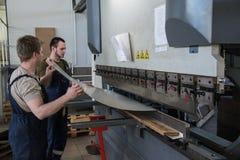 金属夹心板制造和装配船的 免版税图库摄影