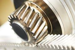 金属嵌齿轮牙轮子齿轮和机架 库存照片