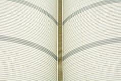 金属工业屋顶的曲线 免版税库存照片