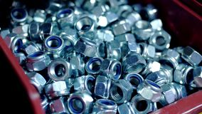 金属工艺车间最终产品  被镀铬的坚果堆有橡胶封印的 股票录像