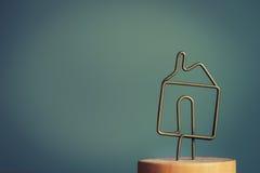 金属房子象标志 库存照片