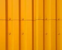 金属房屋板壁黄色 免版税库存照片