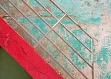 金属扶手栏杆和楼梯 免版税库存图片