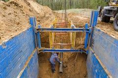 金属支持的设施保护沟槽的墙壁的 免版税图库摄影