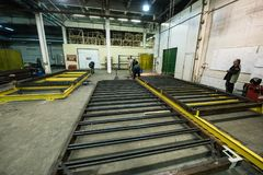 金属框架商店装配地铁的 库存图片