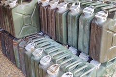 金属汽油箱或便壶罐头运输和存放的gasoli 免版税库存照片