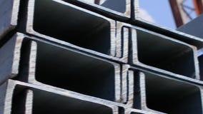 金属渠道在行放置了在开放金属仓库,大金属渠道里在仓库里 股票视频