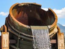 金属熔化熔炉喷泉 免版税库存照片