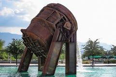 金属熔化熔炉喷泉 免版税图库摄影