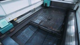 金属片移动切开系统机器 现代金属工艺技术 影视素材
