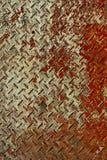金属片红色生锈的纹理垂直的白色 免版税库存图片