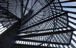 金属现代螺旋形楼梯 免版税库存图片