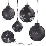 金属球黑色的圣诞节 皇族释放例证