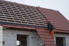 金属瓦屋顶 免版税库存图片