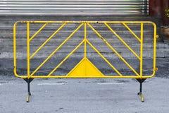 金属立场障碍黄色 库存图片