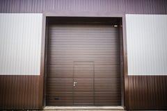 金属纹理棕色和白色房屋板壁 库存图片