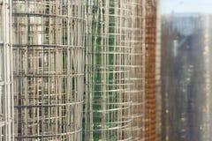 金属线篱芭不同的颜色卷  免版税库存照片