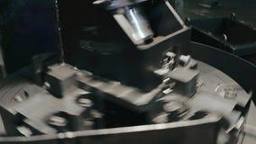 金属细节在金属工艺车床在制造业中转动在生产时 股票视频