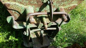 金属细节运输的材料老生锈的推车从矿 斯基尔帕廖,贝加莫,意大利 图库摄影