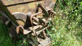 金属细节运输的材料老生锈的推车从矿 斯基尔帕廖,贝加莫,意大利 免版税库存照片