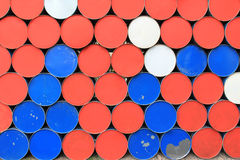 金属肮脏的桶背景 免版税库存照片