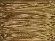 金属背景-金黄钢缆股票照片 库存照片