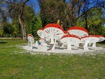 金属蘑菇的照片作为长凳用的 免版税库存图片