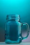 金属螺盖玻璃瓶啤酒杯 库存照片