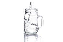 金属螺盖玻璃瓶用在白色隔绝的水 库存图片