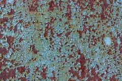 金属表面上的蓝色破裂的绘画 免版税库存图片