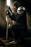 金属装甲的古老骑士 库存照片