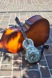 金属谐振器声学吉他 免版税库存照片