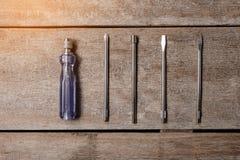 金属钢头和位的螺丝刀集合不同的类型 库存图片