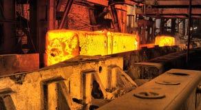 金属钢铁生产的轧板机车间 图库摄影