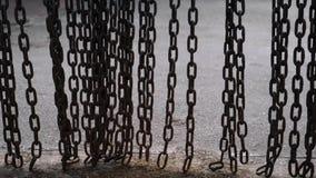 金属链子摇摆 重金属的链摆锤移动 股票录像