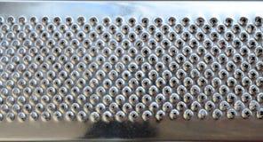 金属镀铬物磨丝器特写镜头的片段 刀片纹理  免版税库存图片