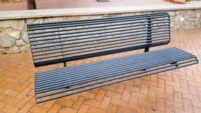 金属长凳在镇 免版税图库摄影