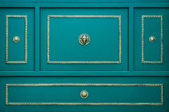 金属门,背景 蓝绿色颜色 免版税库存照片
