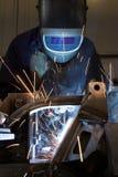 金属零件焊工焊接 免版税库存照片