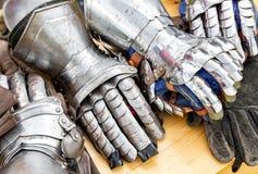 金属骑士` s手套 图库摄影