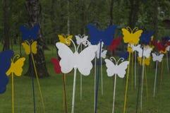金属蝴蝶在夏天森林里 图库摄影