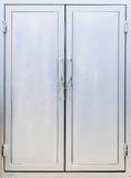 金属cabine门和架子 免版税库存照片