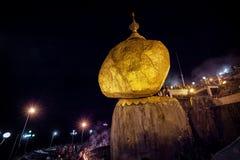 金岩石,一个重要佛教朝圣站点在孟邦, B 库存照片