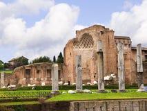 金星和罗马寺庙论坛废墟的在罗马意大利 免版税库存照片